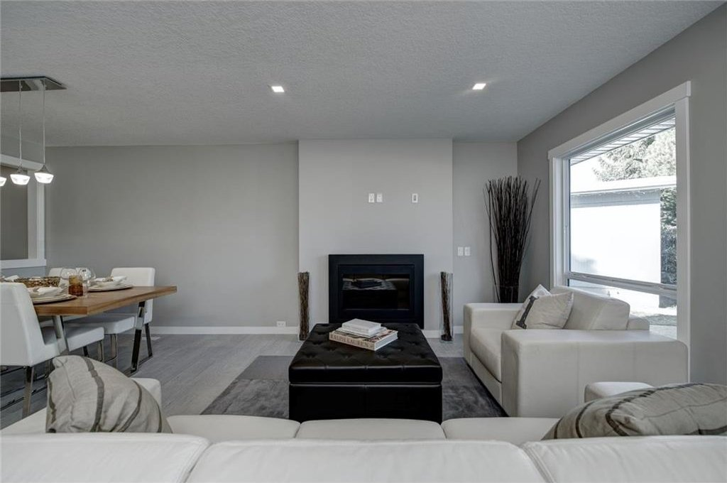 Photo 6: Photos: 210 OAKMOOR Place SW in Calgary: Oakridge House for sale : MLS®# C4111441