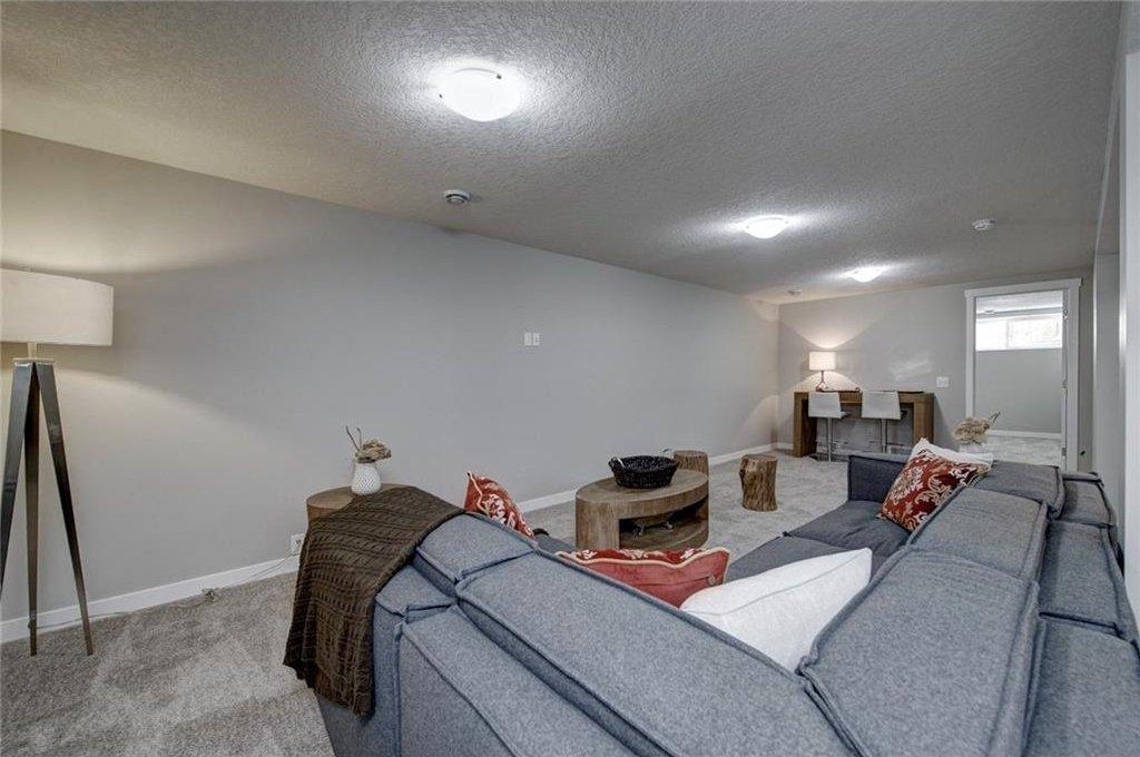 Photo 37: Photos: 210 OAKMOOR Place SW in Calgary: Oakridge House for sale : MLS®# C4111441