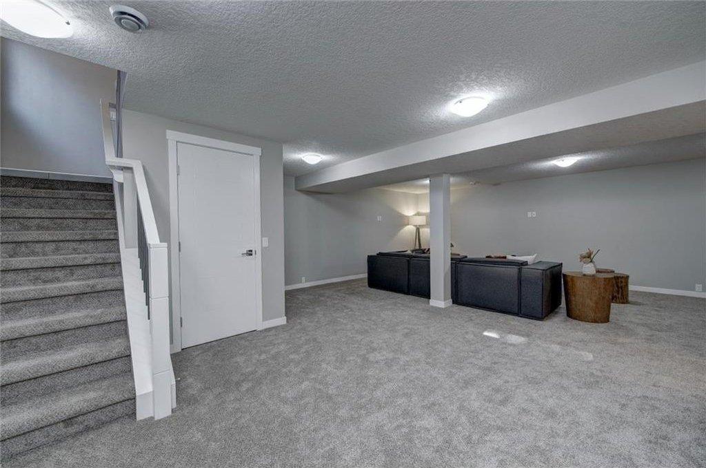 Photo 36: Photos: 210 OAKMOOR Place SW in Calgary: Oakridge House for sale : MLS®# C4111441