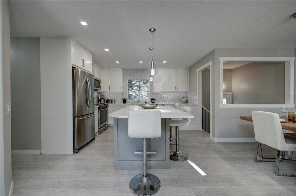 Photo 22: Photos: 210 OAKMOOR Place SW in Calgary: Oakridge House for sale : MLS®# C4111441