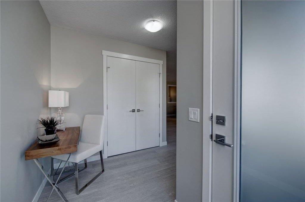 Photo 4: Photos: 210 OAKMOOR Place SW in Calgary: Oakridge House for sale : MLS®# C4111441