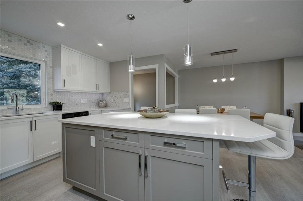 Photo 21: Photos: 210 OAKMOOR Place SW in Calgary: Oakridge House for sale : MLS®# C4111441