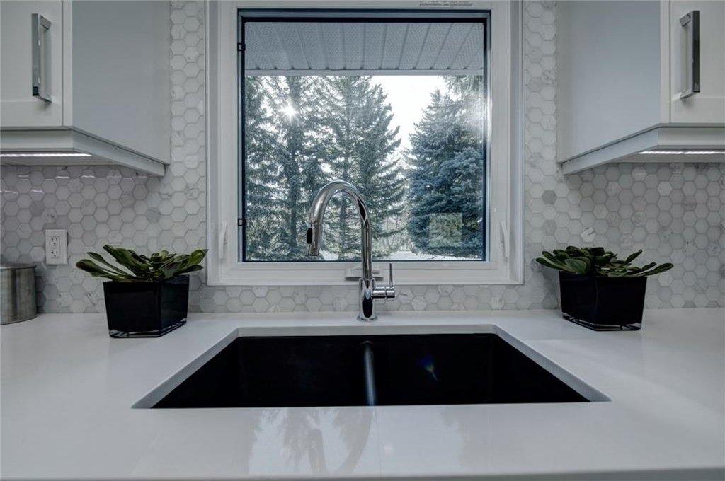 Photo 19: Photos: 210 OAKMOOR Place SW in Calgary: Oakridge House for sale : MLS®# C4111441