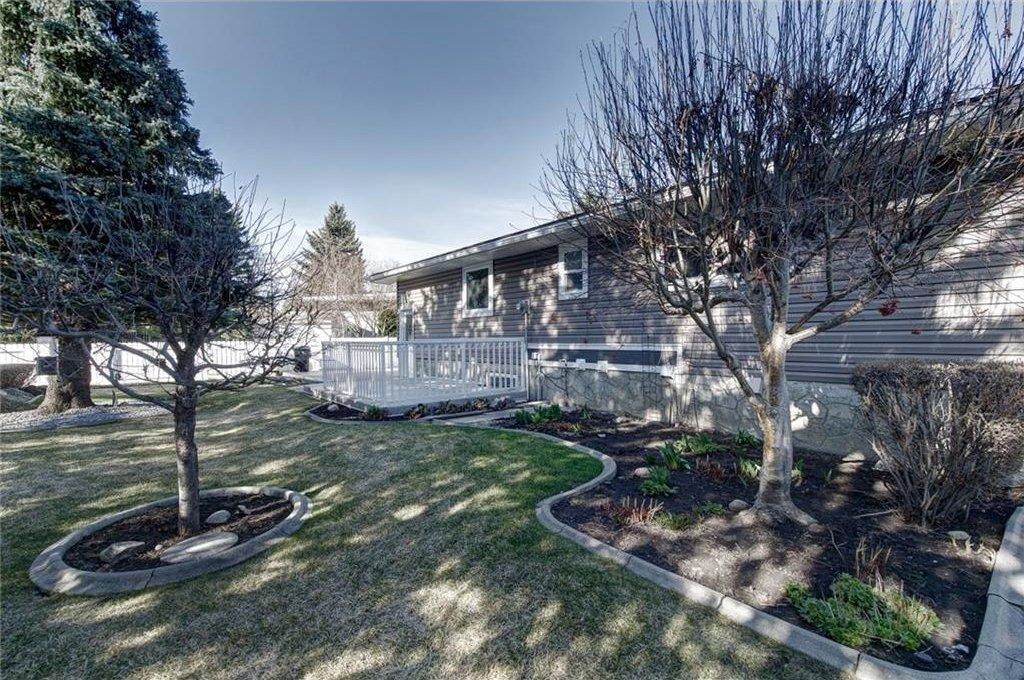 Photo 47: Photos: 210 OAKMOOR Place SW in Calgary: Oakridge House for sale : MLS®# C4111441