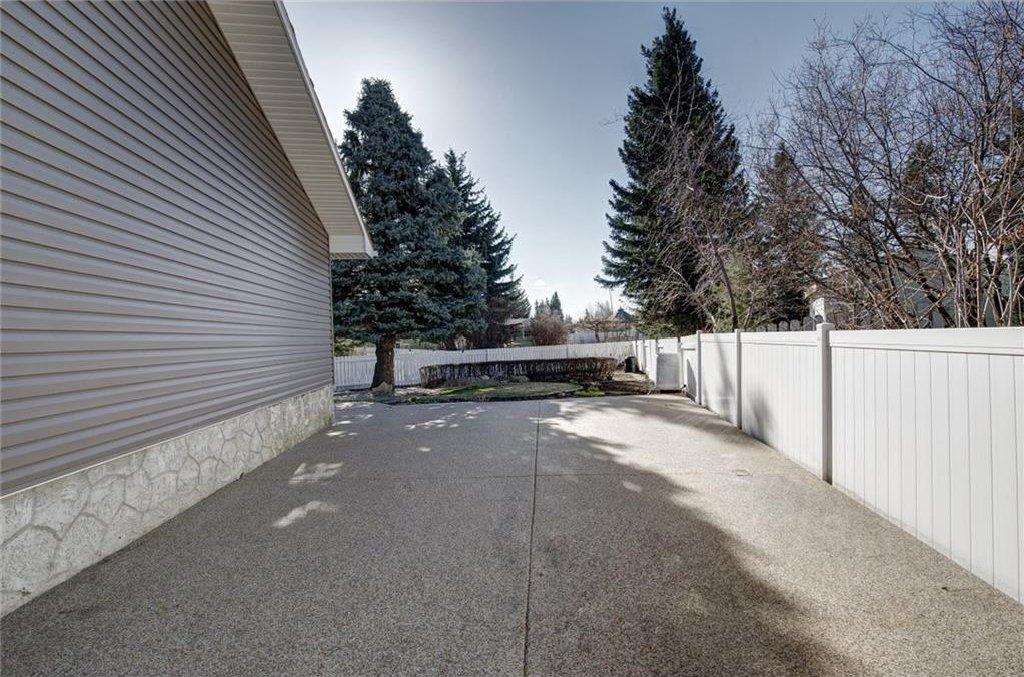 Photo 50: Photos: 210 OAKMOOR Place SW in Calgary: Oakridge House for sale : MLS®# C4111441