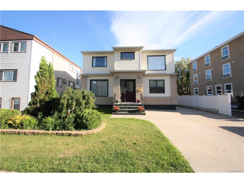 Main Photo: 1224 College Drive in Saskatoon: Varsity View Residential for sale : MLS®# SK615624