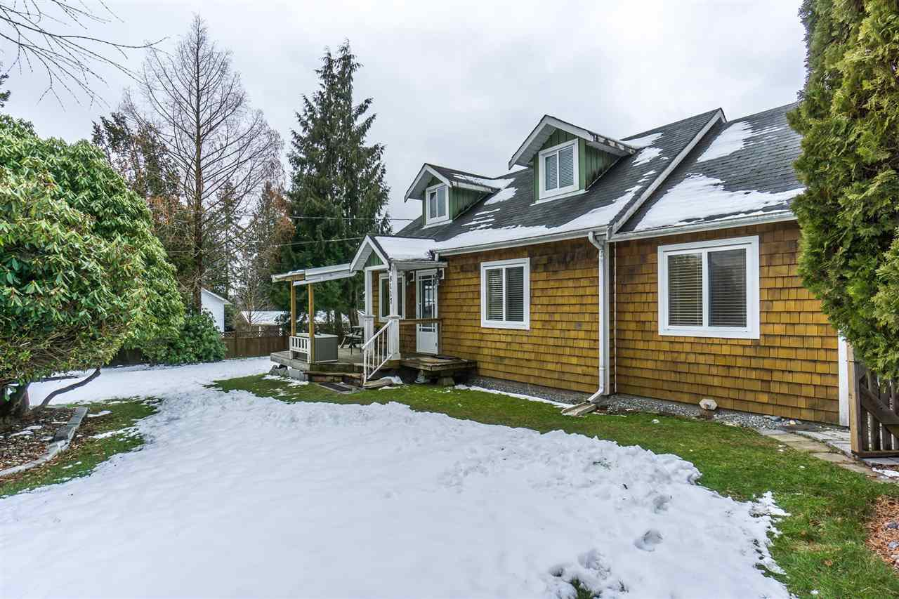 Main Photo: 8117 CEDAR Street in Mission: Mission BC House for sale : MLS®# R2243107