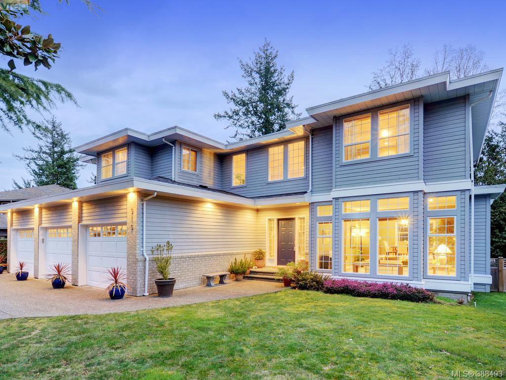 Main Photo: 915 Maltwood Terr in VICTORIA: SE Broadmead House for sale (Saanich East)  : MLS®# 780757