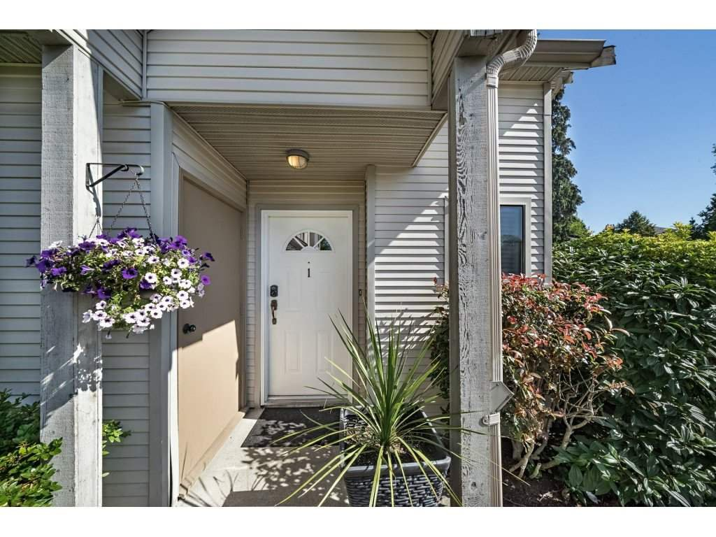 "Photo 2: Photos: 1 98 BEGIN Street in Coquitlam: Maillardville Townhouse for sale in ""Le Parc"" : MLS®# R2285270"
