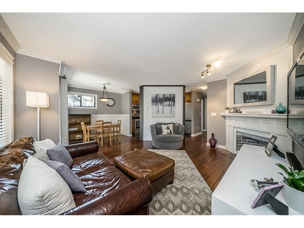 "Photo 5: Photos: 1 98 BEGIN Street in Coquitlam: Maillardville Townhouse for sale in ""Le Parc"" : MLS®# R2285270"