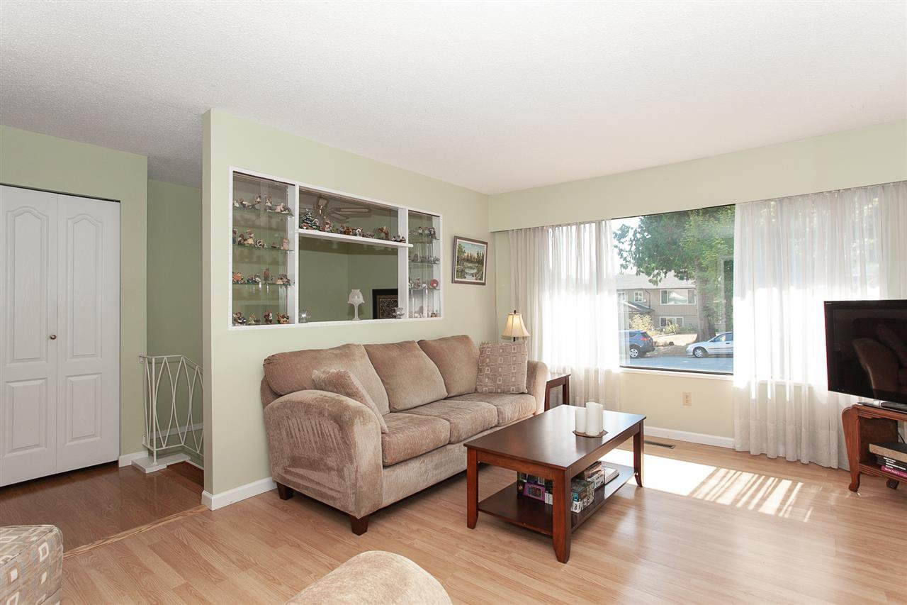 Photo 3: Photos: 13893 77A Avenue in Surrey: East Newton House for sale : MLS®# R2303426