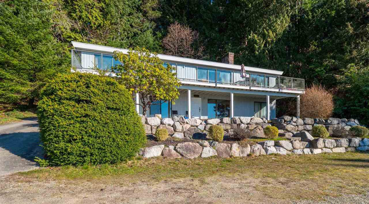 "Main Photo: 8568 MERRY ISLAND Esplanade in Halfmoon Bay: Halfmn Bay Secret Cv Redroofs House for sale in ""Merry Island Esplanade"" (Sunshine Coast)  : MLS®# R2343983"