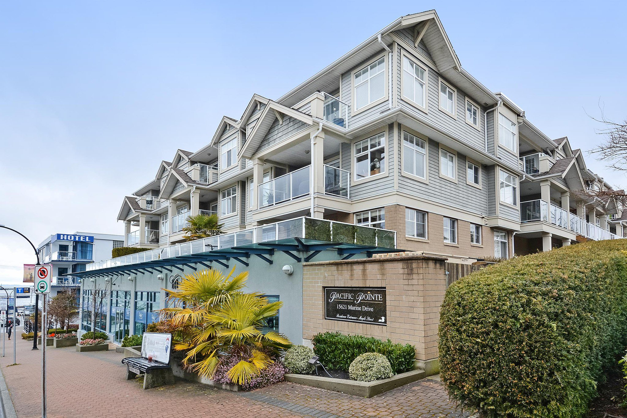 "Main Photo: 110 15621 MARINE Drive: White Rock Condo for sale in ""PACIFIC POINT"" (South Surrey White Rock)  : MLS®# R2348468"
