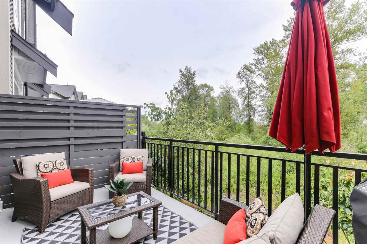 Rare and super private... 180 degree protected greenbelt views. Beautiful sunrises, wildlife and flocks of migratory birds over the greenbelt and river.