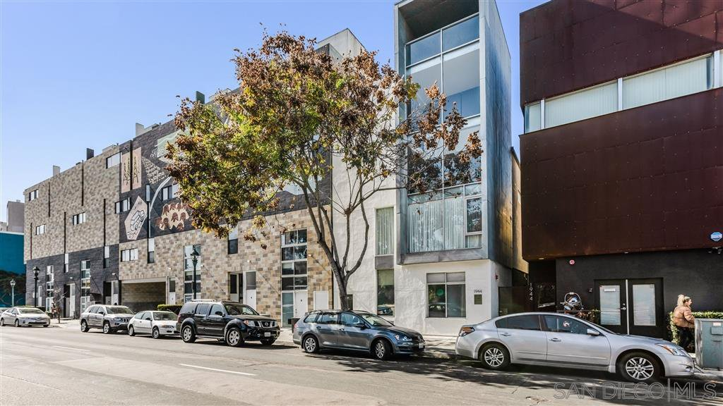 Main Photo: DOWNTOWN Condo for sale : 1 bedrooms : 1944 State St #17 in San Diego
