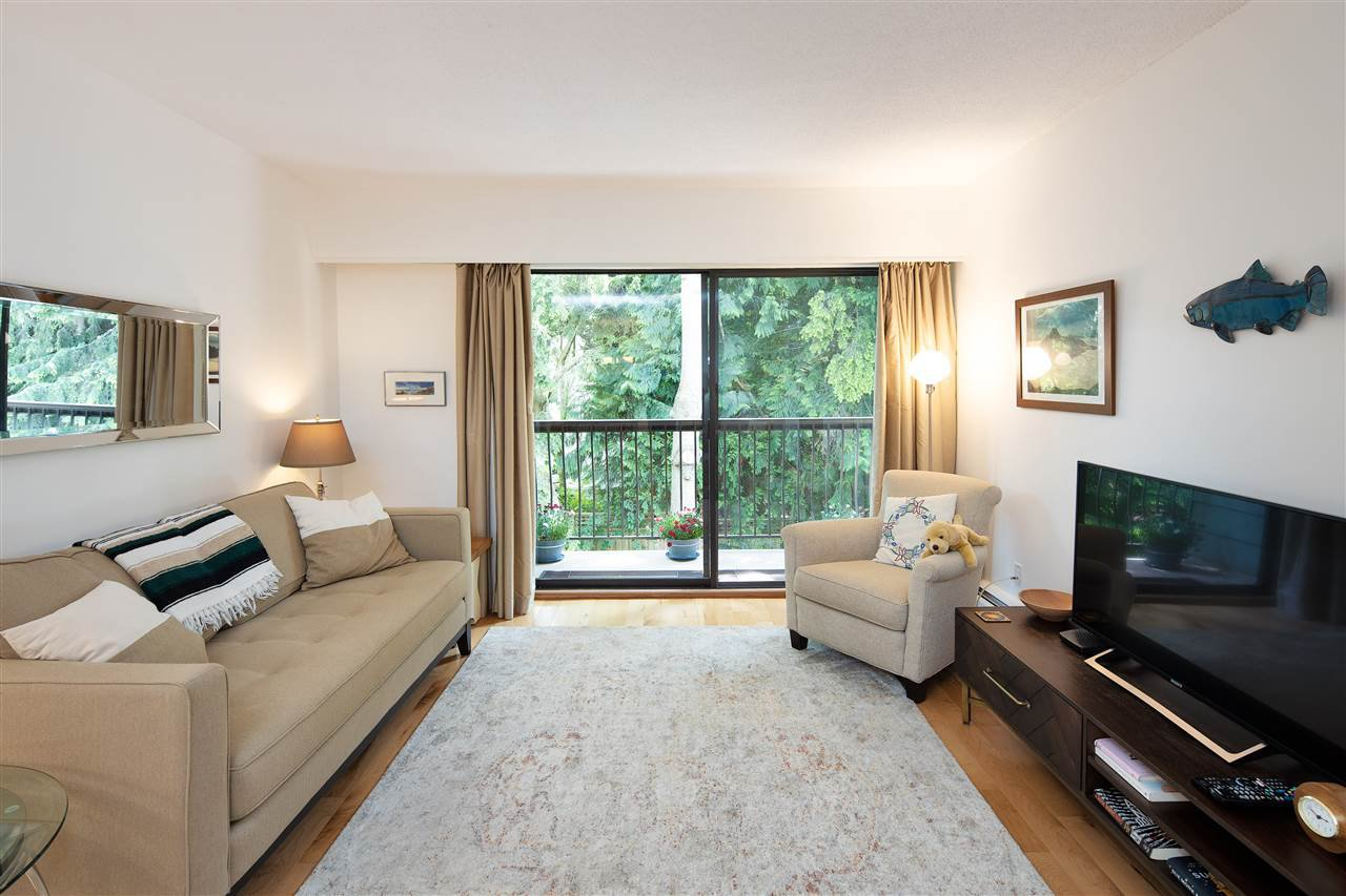 "Main Photo: 342 1844 W 7TH Avenue in Vancouver: Kitsilano Condo for sale in ""CRESTVIEW"" (Vancouver West)  : MLS®# R2463445"