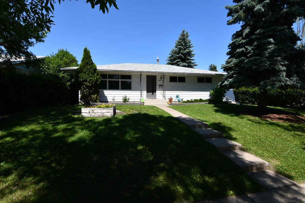 Main Photo: 6222 44B Avenue in Camrose: Westmount Residential for sale : MLS®# A1018815