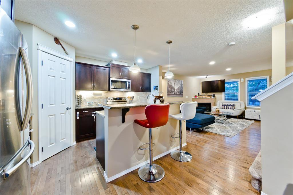 Main Photo: 8 COUNTRY VILLAGE LANE NE in Calgary: Country Hills Village Row/Townhouse for sale : MLS®# A1023209