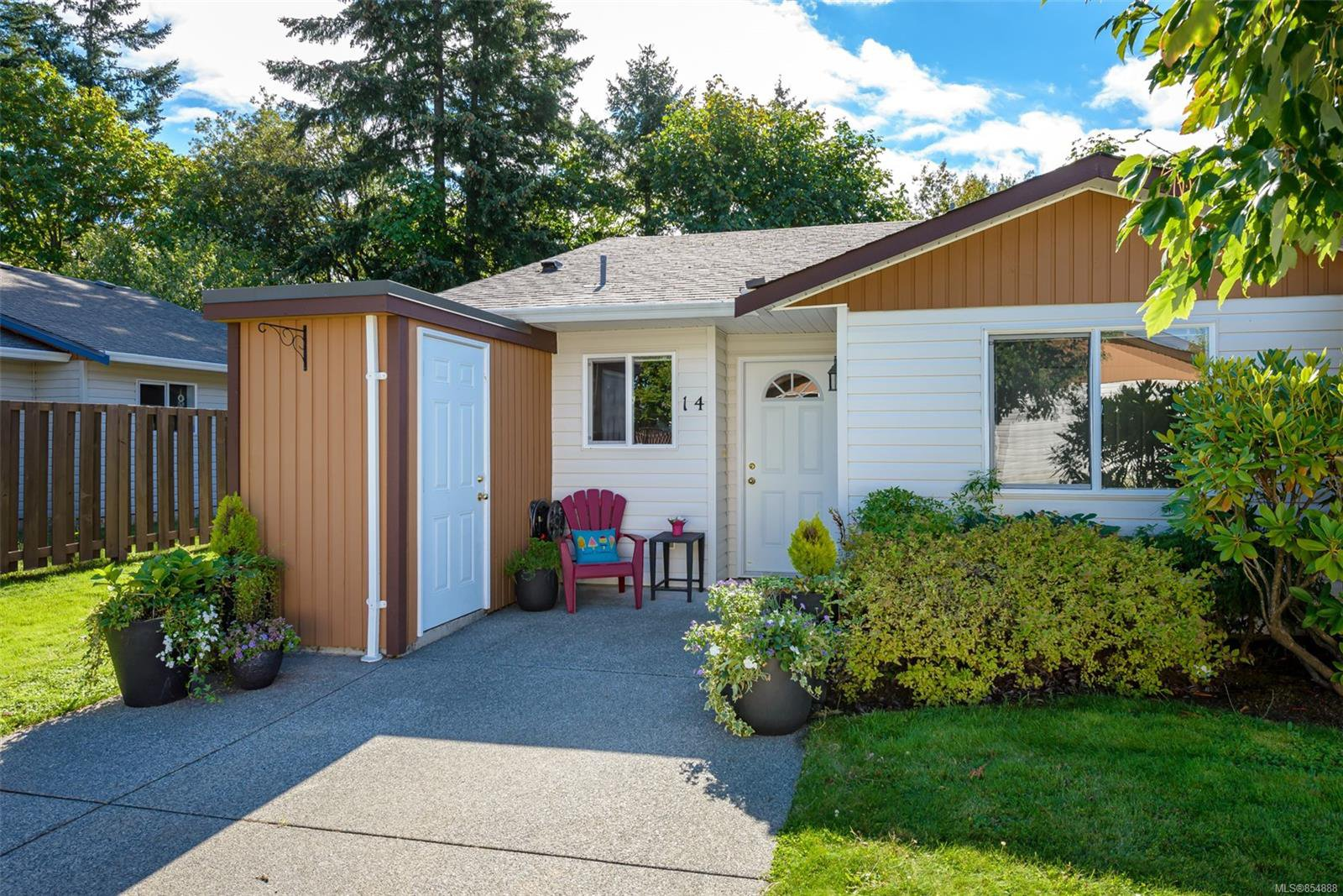 Main Photo: 14 2197 Murrelet Dr in : CV Comox (Town of) Row/Townhouse for sale (Comox Valley)  : MLS®# 854888