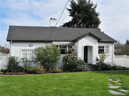 Main Photo: 4321 Tyndall Avenue in Victoria: SE Gordon Head Single Family Detached for sale (Saanich East)  : MLS®# 320991