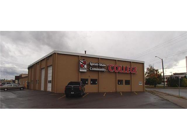 Photo 2: Photos: 1575 2ND Avenue in PRINCE GEORGE: Downtown Commercial for lease (PG City Central (Zone 72))  : MLS®# N4506457