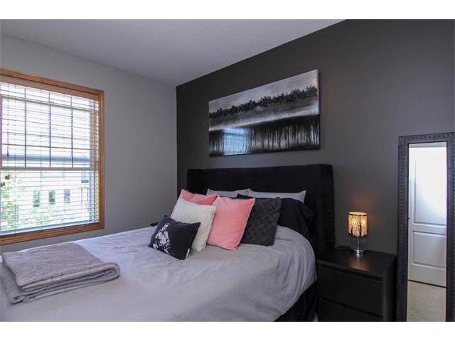 Photo 26: Photos: 390 ELGIN Way SE in Calgary: McKenzie Towne House for sale : MLS®# C4019083