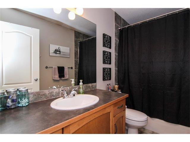 Photo 18: Photos: 390 ELGIN Way SE in Calgary: McKenzie Towne House for sale : MLS®# C4019083