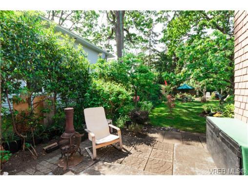 Photo 15: Photos: 2518 Shelbourne St in VICTORIA: Vi Oaklands House for sale (Victoria)  : MLS®# 730095