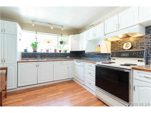 Photo 4: Photos: 2518 Shelbourne St in VICTORIA: Vi Oaklands House for sale (Victoria)  : MLS®# 730095