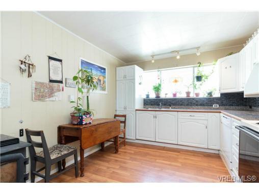 Photo 2: Photos: 2518 Shelbourne St in VICTORIA: Vi Oaklands House for sale (Victoria)  : MLS®# 730095