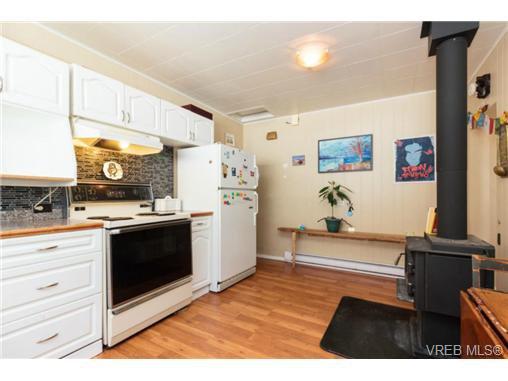 Photo 3: Photos: 2518 Shelbourne St in VICTORIA: Vi Oaklands House for sale (Victoria)  : MLS®# 730095