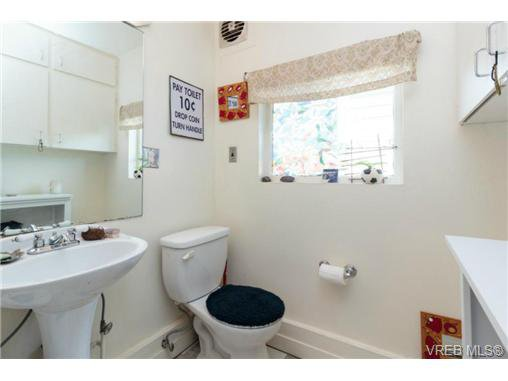 Photo 13: Photos: 2518 Shelbourne St in VICTORIA: Vi Oaklands House for sale (Victoria)  : MLS®# 730095