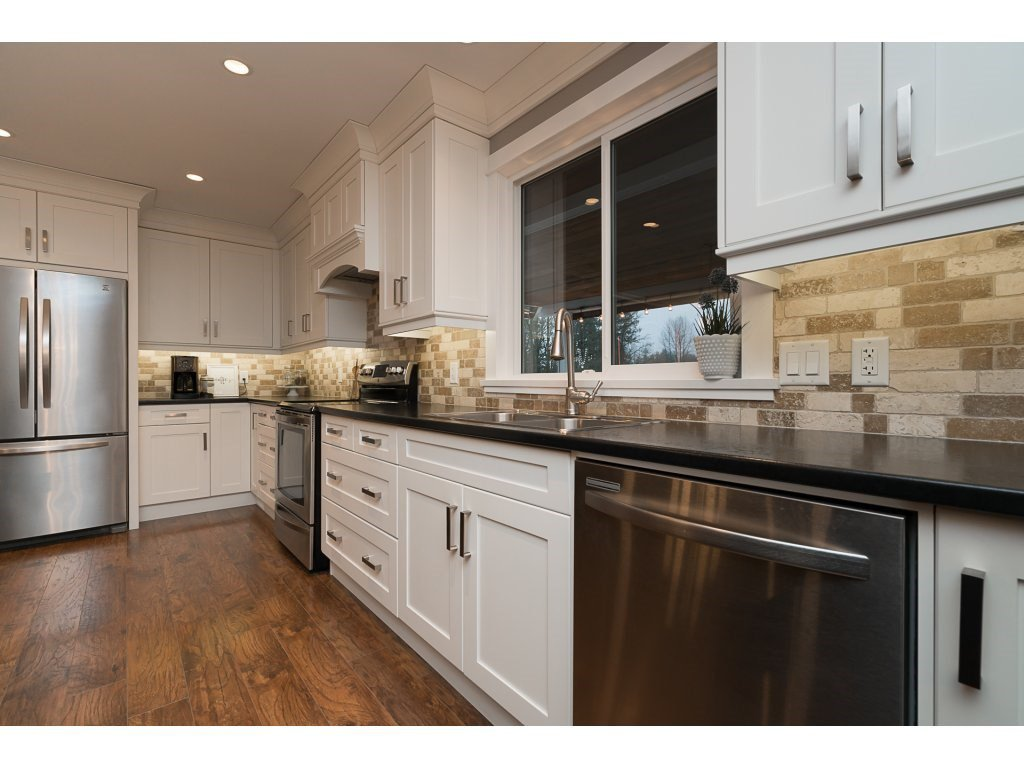 Photo 9: Photos: 5852 CLOVER Drive in Sardis: Vedder S Watson-Promontory House for sale : MLS®# R2132259