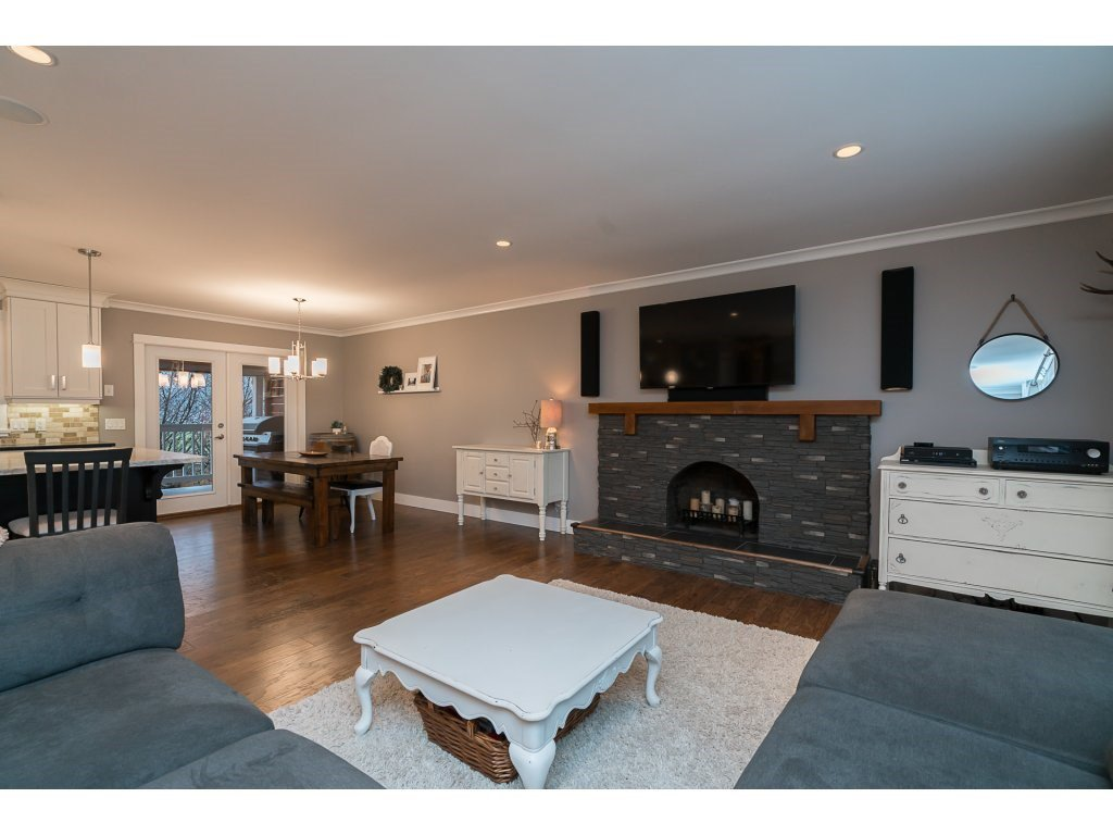 Photo 5: Photos: 5852 CLOVER Drive in Sardis: Vedder S Watson-Promontory House for sale : MLS®# R2132259