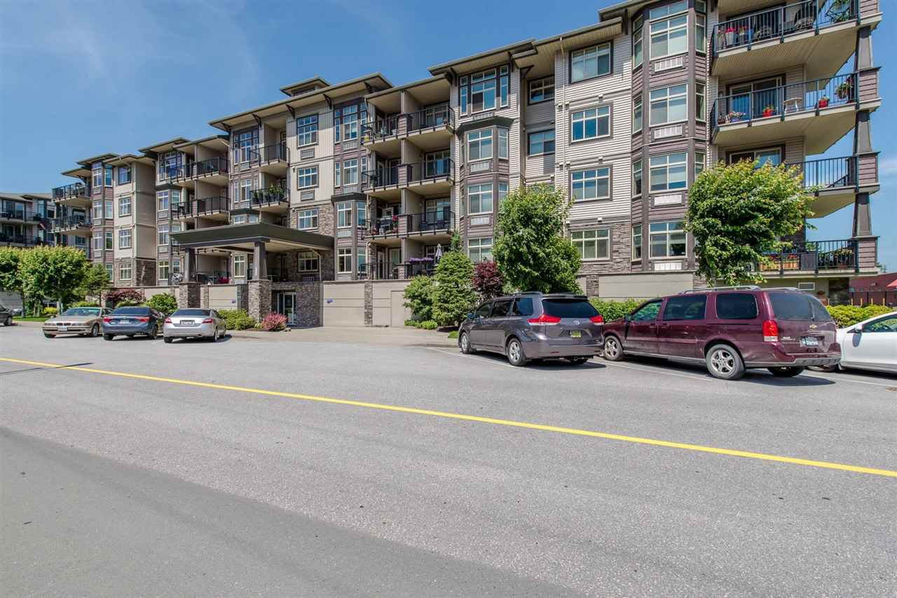 "Main Photo: 207 45893 CHESTERFIELD Avenue in Chilliwack: Chilliwack W Young-Well Condo for sale in ""THE WILLOWS"" : MLS®# R2182629"