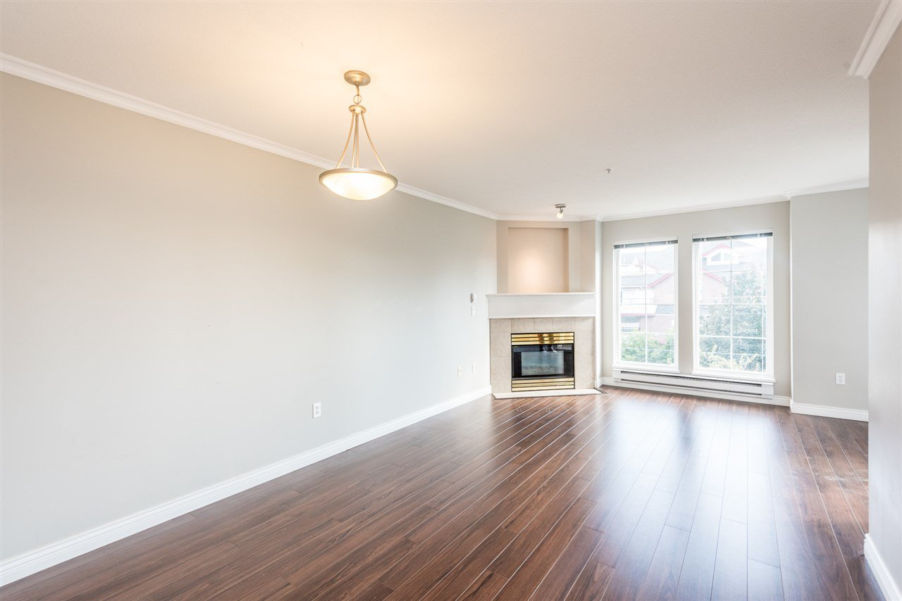 """Photo 4: Photos: 313 1669 GRANT Avenue in Port Coquitlam: Glenwood PQ Condo for sale in """"THE CHARLES"""" : MLS®# R2208270"""