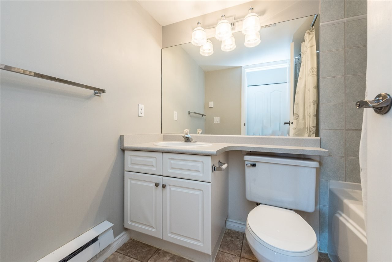 """Photo 14: Photos: 313 1669 GRANT Avenue in Port Coquitlam: Glenwood PQ Condo for sale in """"THE CHARLES"""" : MLS®# R2208270"""