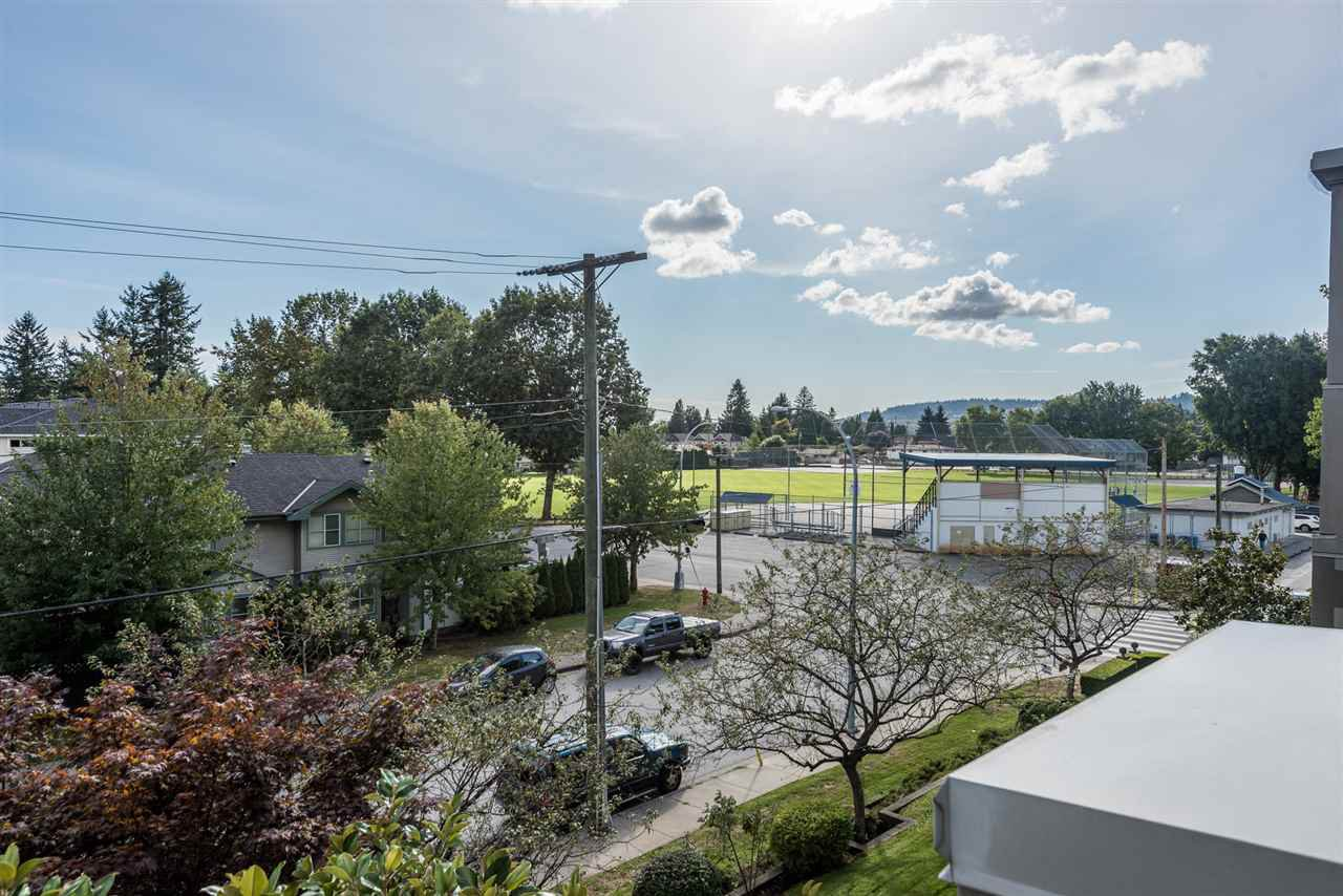 """Photo 12: Photos: 313 1669 GRANT Avenue in Port Coquitlam: Glenwood PQ Condo for sale in """"THE CHARLES"""" : MLS®# R2208270"""