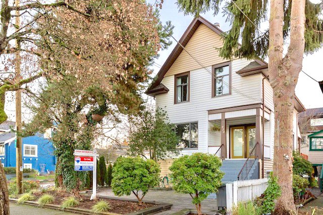 Main Photo: 976 E 14TH Avenue in Vancouver: Mount Pleasant VE House for sale (Vancouver East)  : MLS®# R2226791
