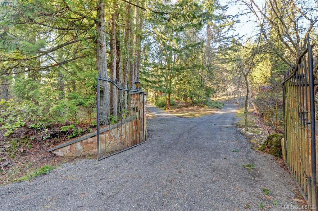Main Photo: 456 Sparton Rd in VICTORIA: SW Prospect Lake House for sale (Saanich West)  : MLS®# 779975