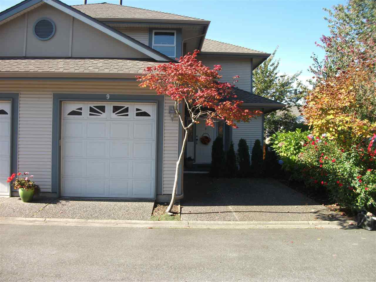 "Main Photo: 9 4725 221 Street in Langley: Murrayville Townhouse for sale in ""SUMMERHILL GATE"" : MLS®# R2312201"