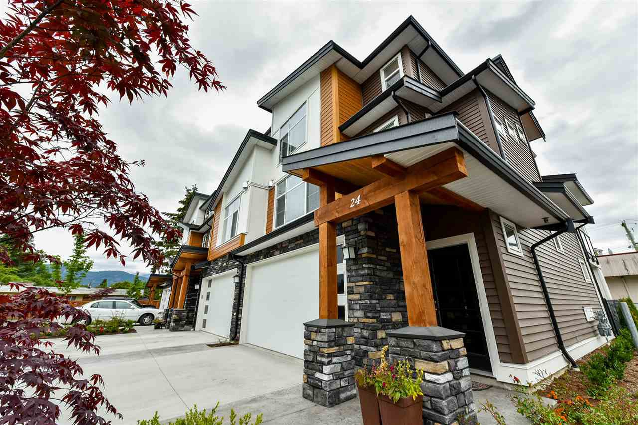 """Main Photo: 24 46570 MACKEN Avenue in Chilliwack: Chilliwack N Yale-Well Townhouse for sale in """"Parkside Place"""" : MLS®# R2318038"""
