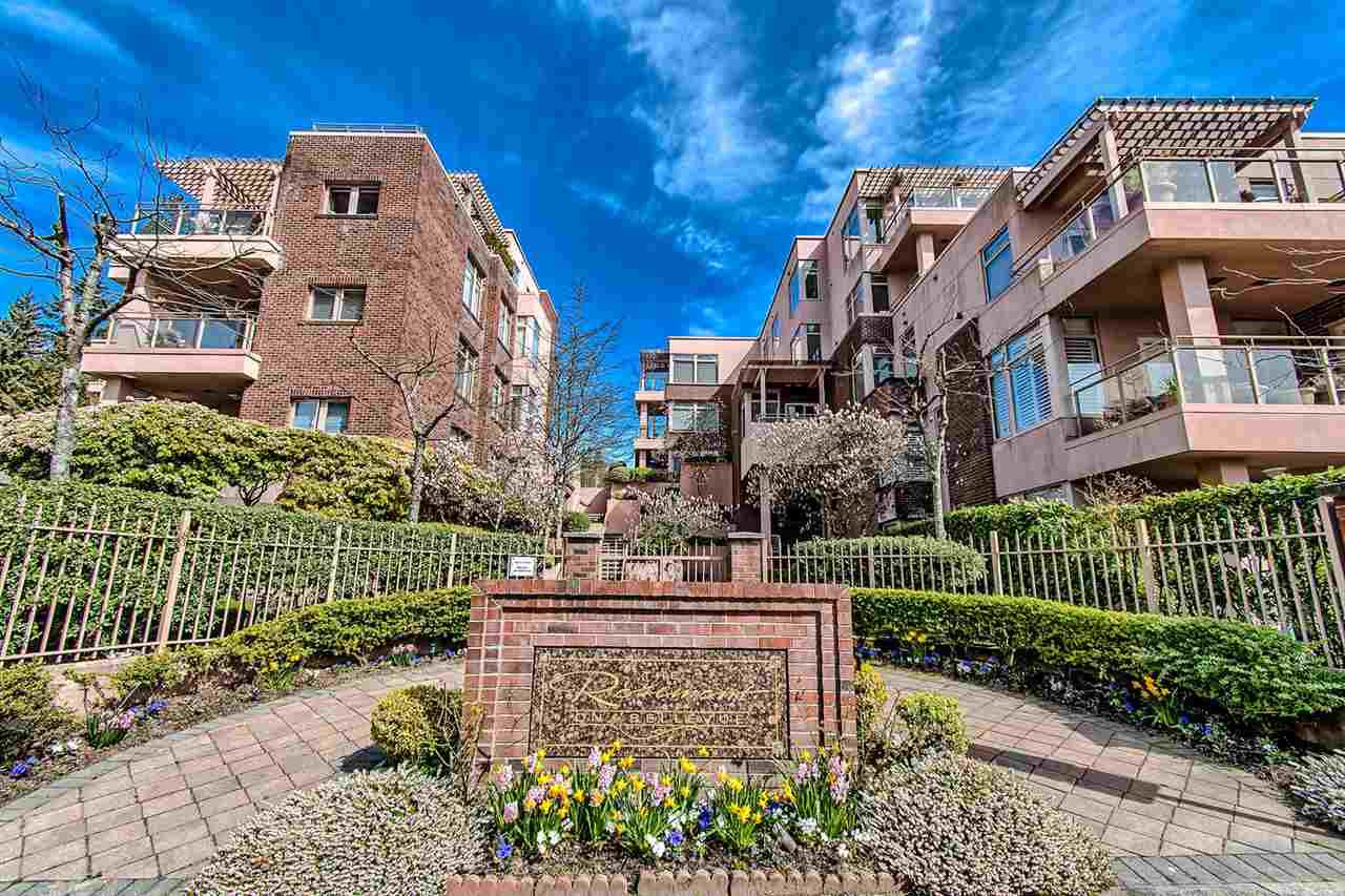 "Main Photo: 406 2271 BELLEVUE Avenue in West Vancouver: Dundarave Condo for sale in ""THE ROSEMONT ON BELLEVUE"" : MLS®# R2356609"