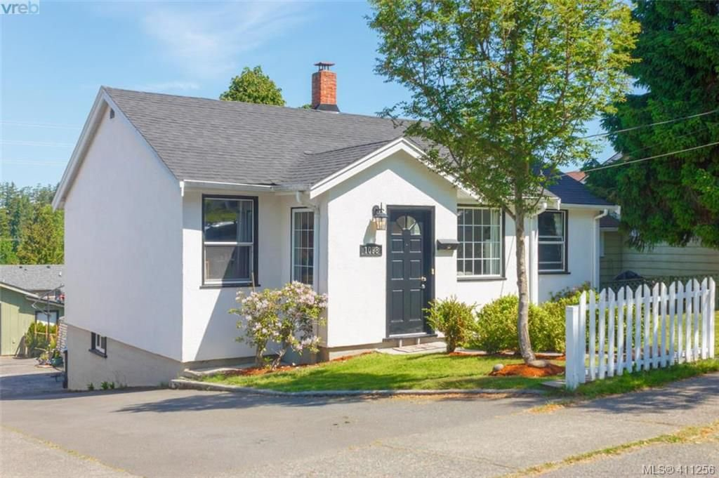 Main Photo: 1098 Lockley Rd in VICTORIA: Es Rockheights House for sale (Esquimalt)  : MLS®# 815280