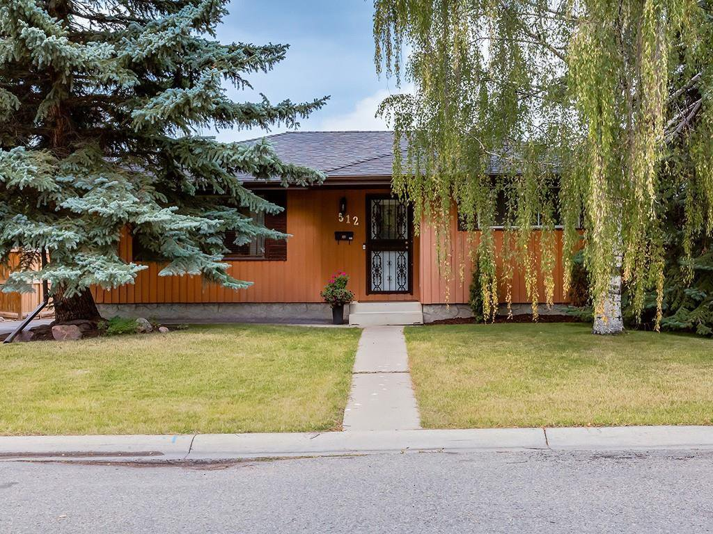 Main Photo: 512 OAKWOOD Place SW in Calgary: Oakridge Detached for sale : MLS®# C4264925