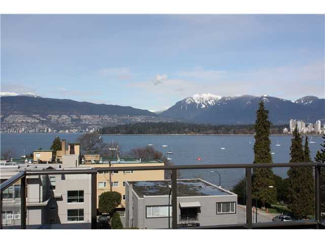 "Main Photo: P3 2410 CORNWALL Avenue in Vancouver: Kitsilano Condo for sale in ""SPINNAKER"" (Vancouver West)  : MLS®# V878793"