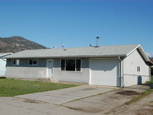 Main Photo: 12244 SAUNDERS CRES in Summerland: House for sale : MLS®# 142367
