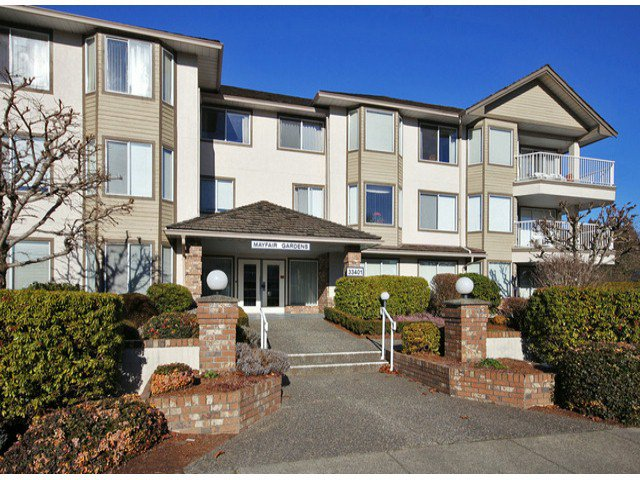 "Main Photo: 107 33401 MAYFAIR Avenue in Abbotsford: Central Abbotsford Condo for sale in ""MAYFAIR GARDENS"" : MLS®# F1402599"