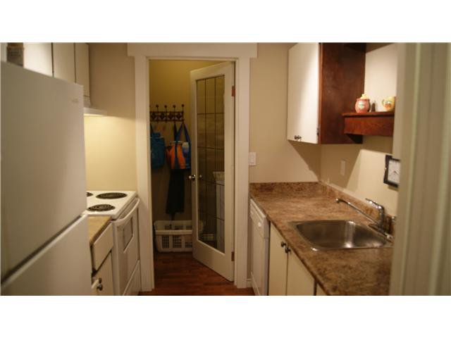 """Photo 7: Photos: 409 9672 134TH Street in Surrey: Whalley Condo for sale in """"DOGWOOD"""" (North Surrey)  : MLS®# F1403404"""