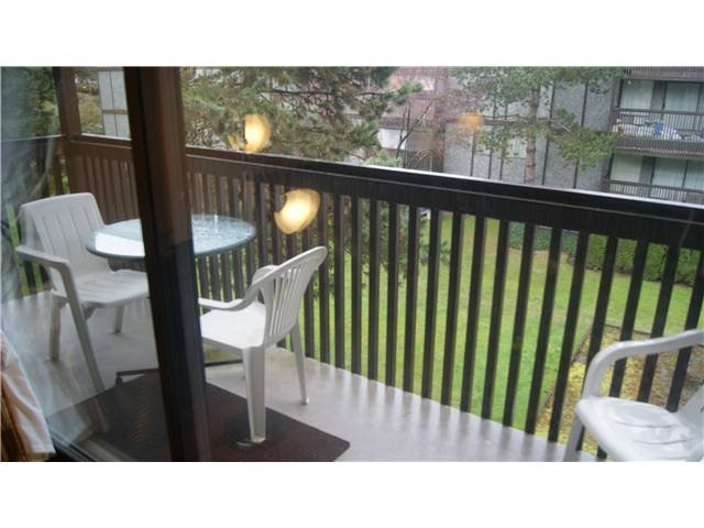 """Photo 11: Photos: 409 9672 134TH Street in Surrey: Whalley Condo for sale in """"DOGWOOD"""" (North Surrey)  : MLS®# F1403404"""